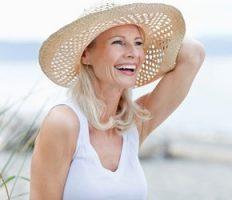 Afvallen in de overgang, vrouw op het strand